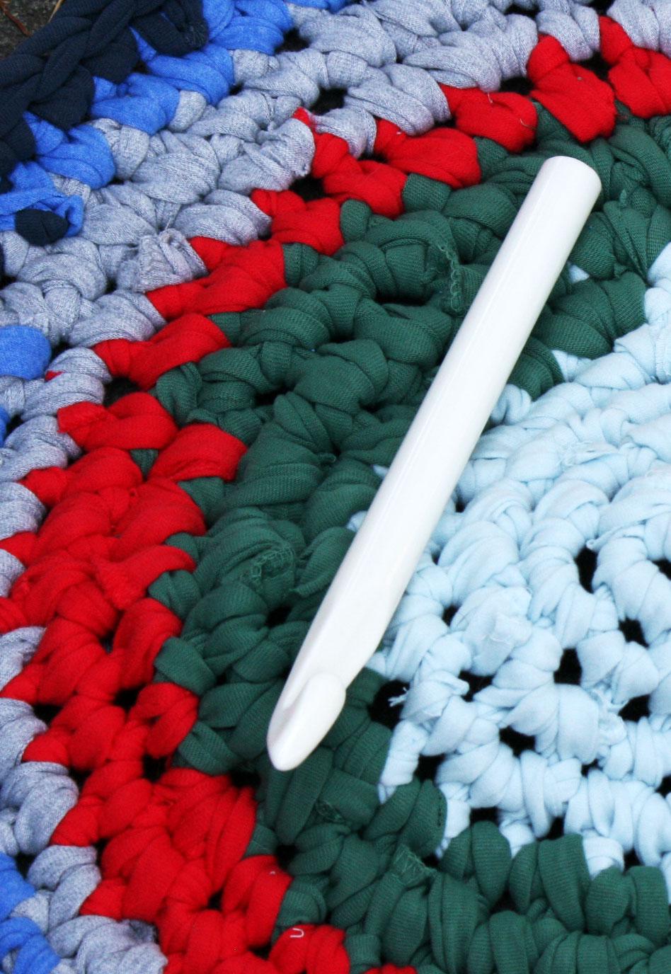 Crocheted T Shirt Rug Cpeezers